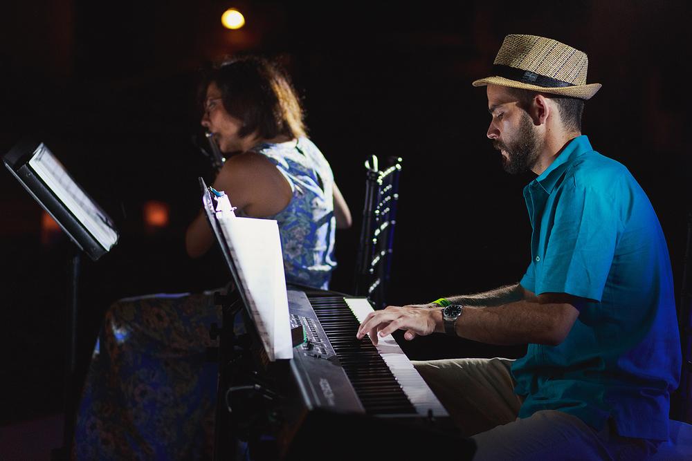 Duo piano y flauta amenizando cena de boda en el hotel Grand Mayan Nuevo Vallarta