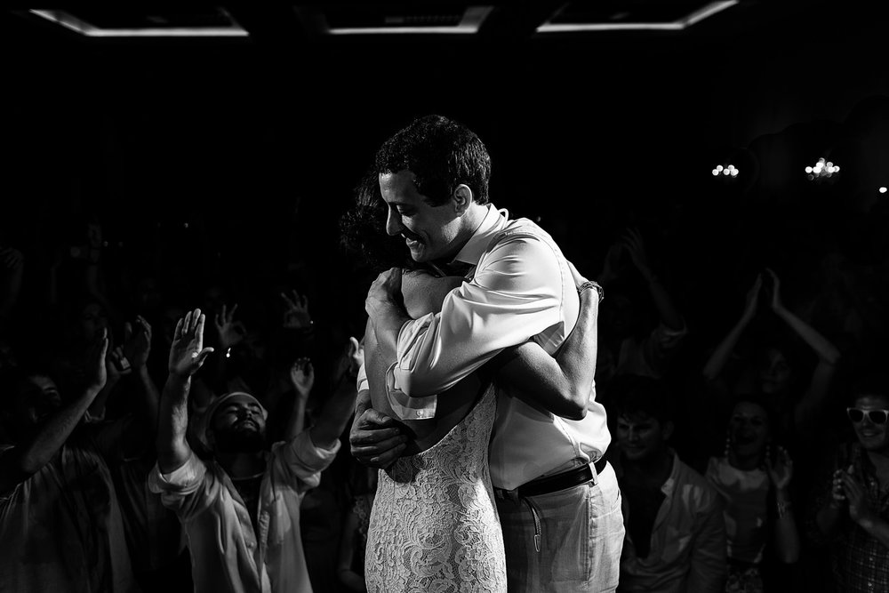 Couple hugs on stage at the end of last song at wedding reception - Eder Acevedo cancun los cabos vallarta wedding photographer