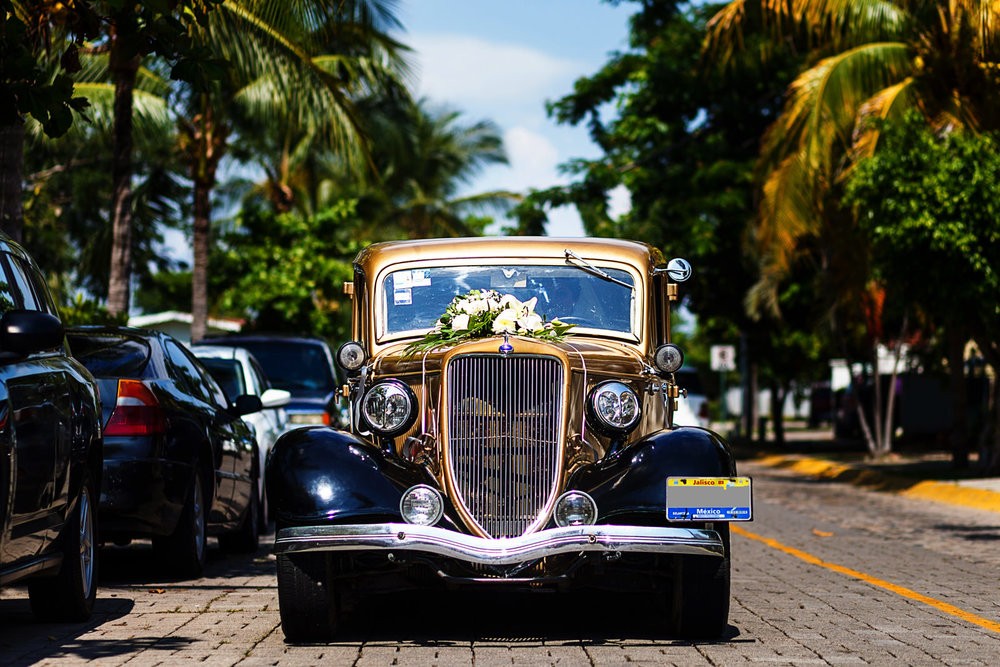 old-car-puerto-vallarta-wedding