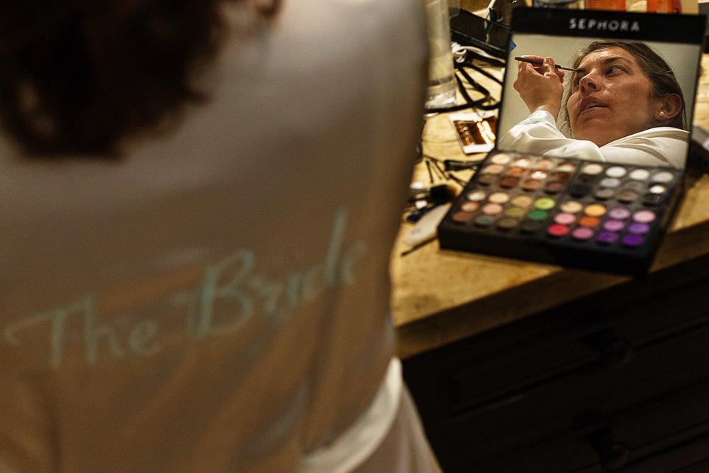 bride_makeup_reflection