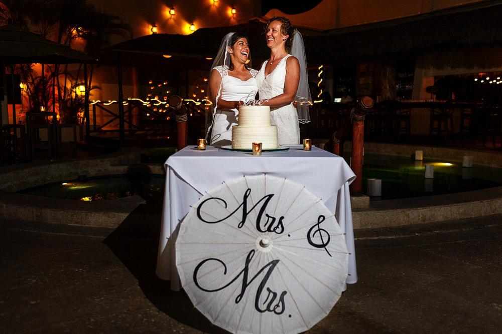 lesbian_couple_cutting_cake_mrs&mrs_umbrella