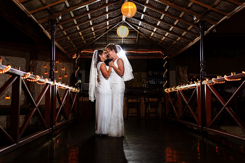 lesbian_couple_first_dance_wedding
