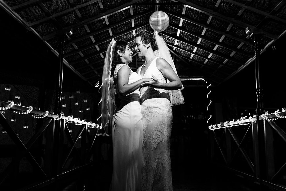 lesbian_couple_first_dance_puerto_vallarta
