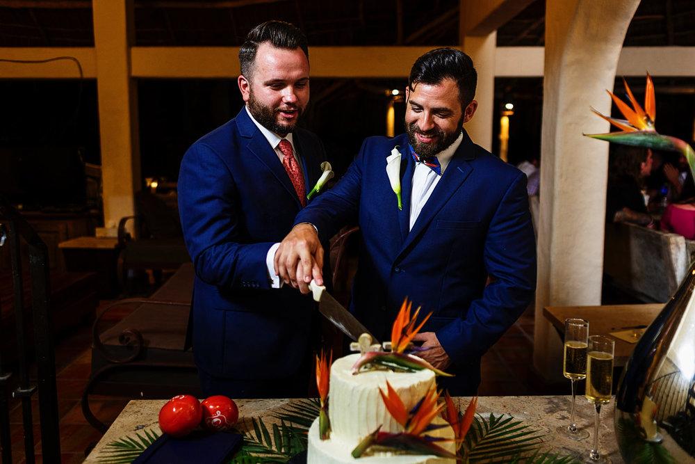 grooms-gay-cake