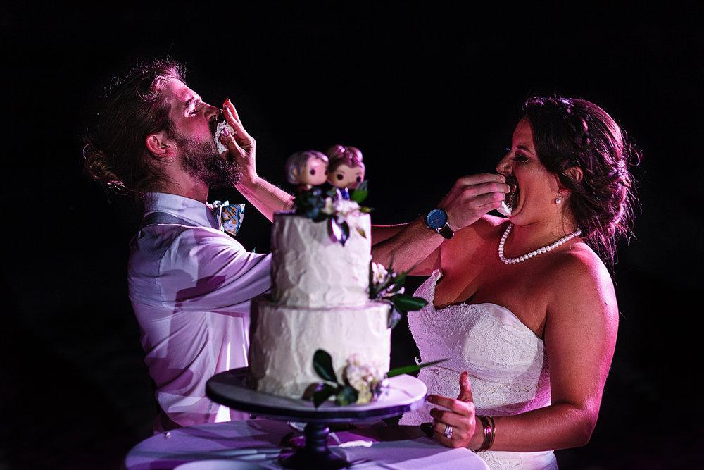 groom-bride-cake