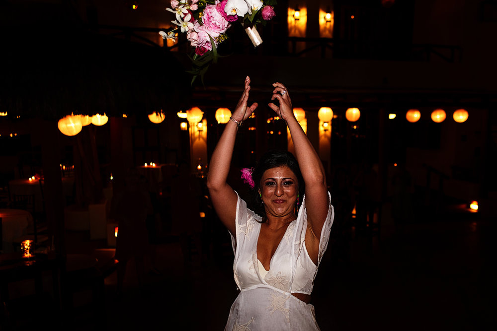 bride-throwing-bouquet-playa-fiesta