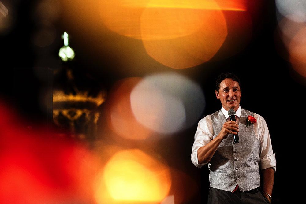 Speech of one of the groomsmen and lightburns effect from the camera lens