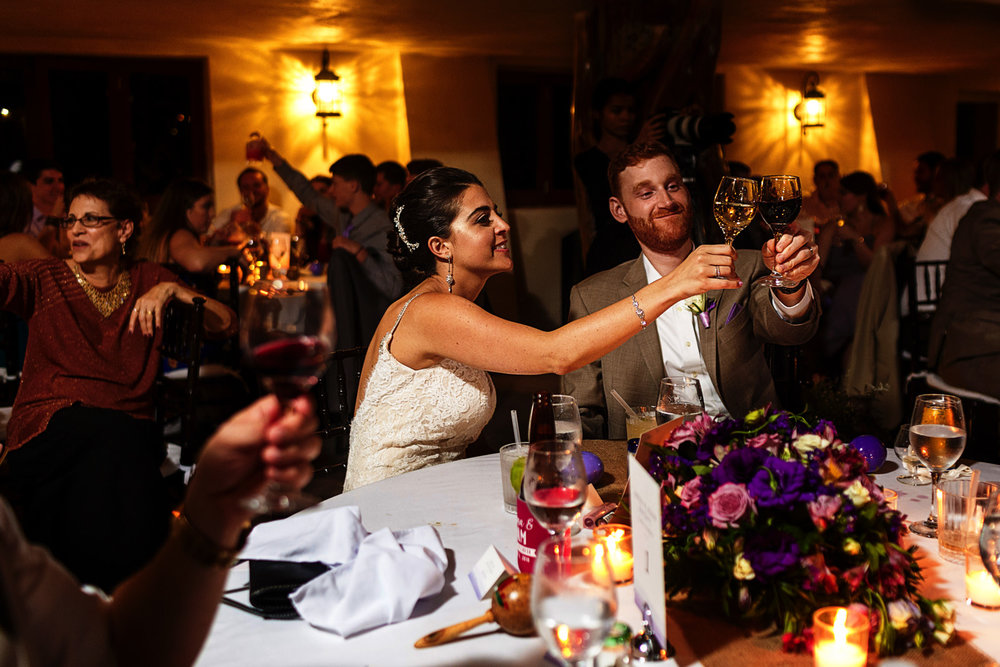 glass-clinging-bride-groom-reception-toast-speeches-wedding.jpg