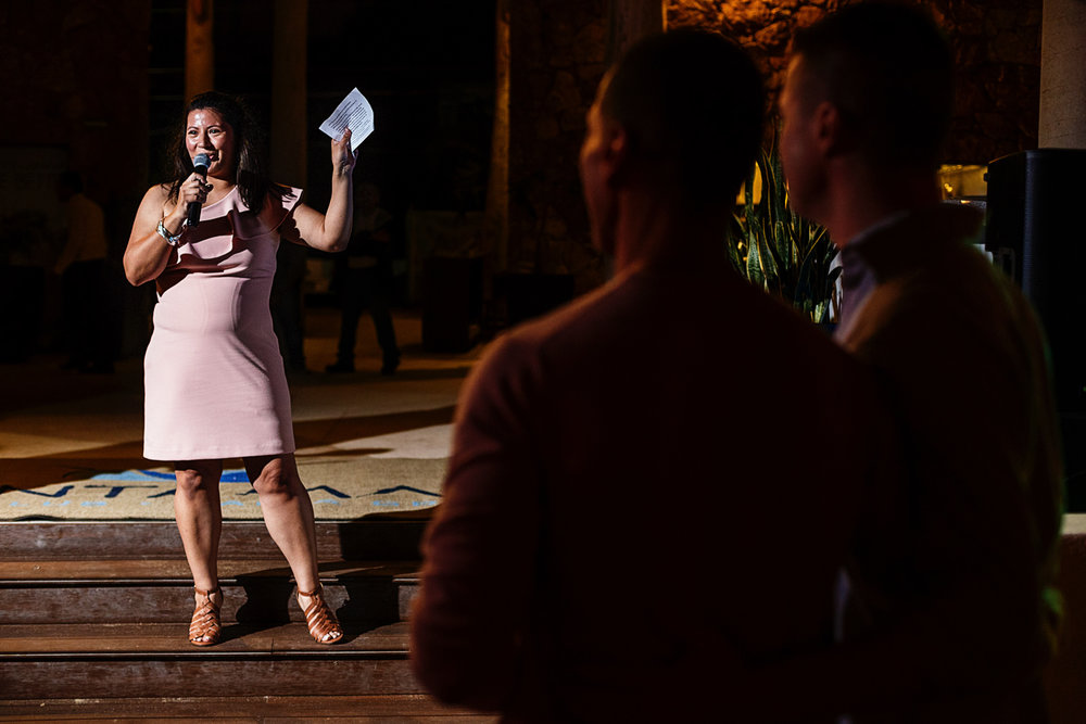 Maid of honor giving a speech for the groomsat the welcome party in Mantamar beach club