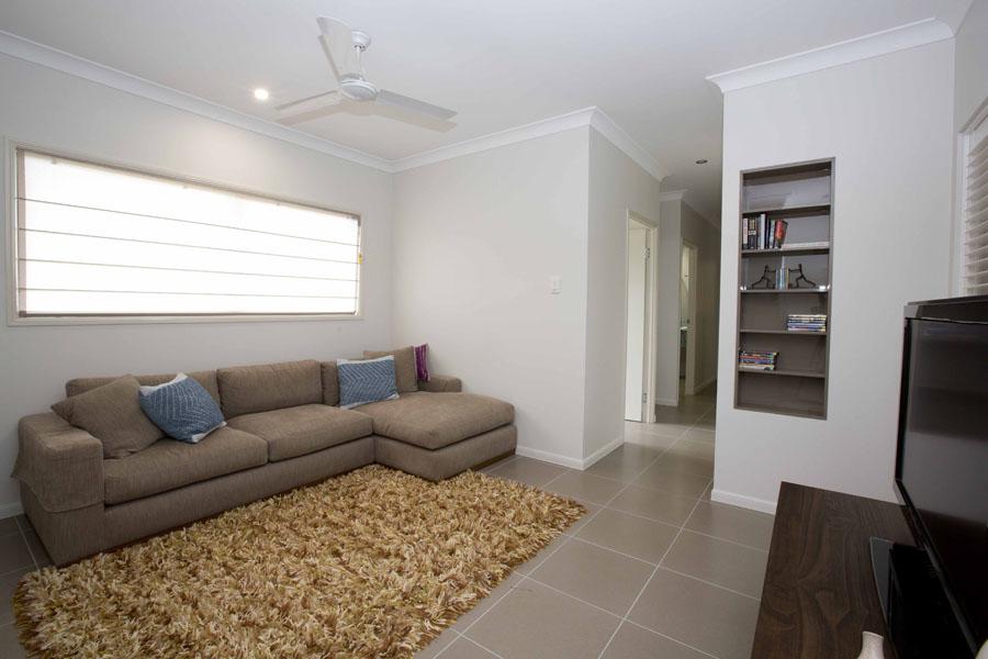 1 Livingroom 3.jpg