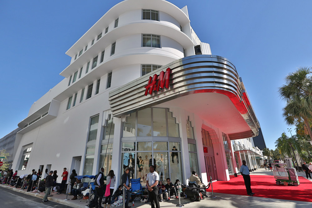H&M OPENS FLAGSHIP STORE ON LINCOLN ROAD