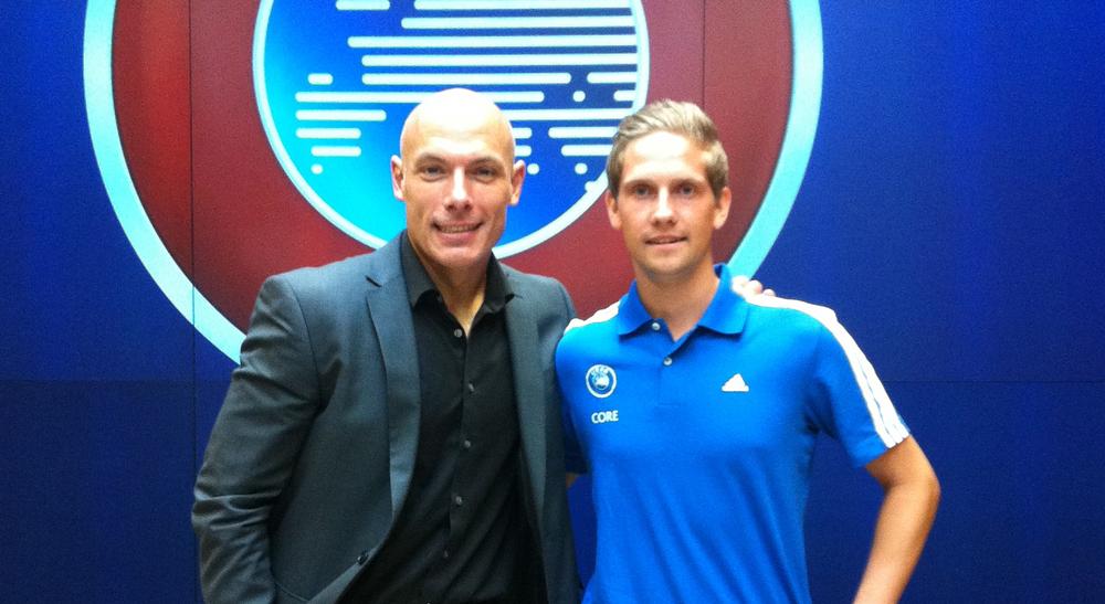 Howard Webb (til høyre, hvis du lurte) var tilstede på UEFA Core, der Espen Eskås deltok fra Norge.