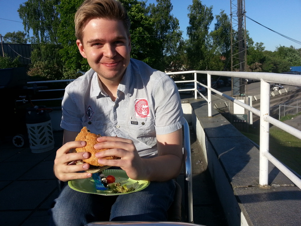 OFDL-leder Henrik Skjevestad var strålende fornøyd med burgerne fra Jacobs!