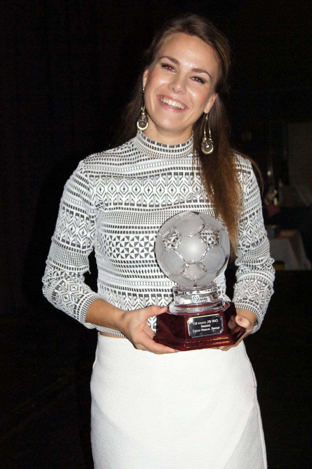 CUPFINALEDOMMER : Emilie Dokset dømte finalen i NM for J19.