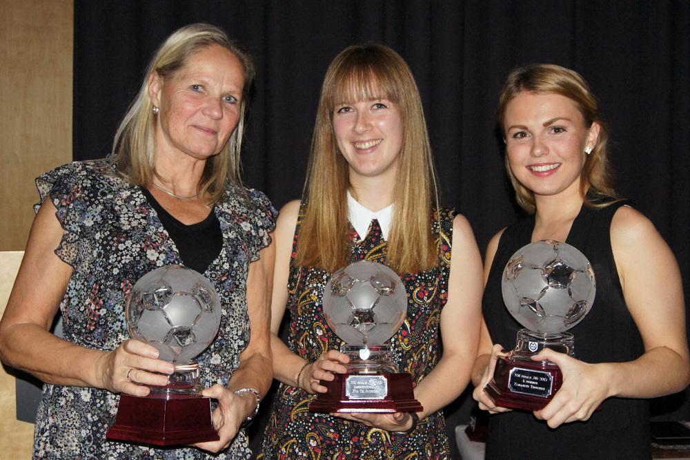 PLUKKA KULER: Nina Hedlund, Eva Andersen og Elisabeth Thoresen kunne hente hver sin kule for deltakelse i cupfinaler.