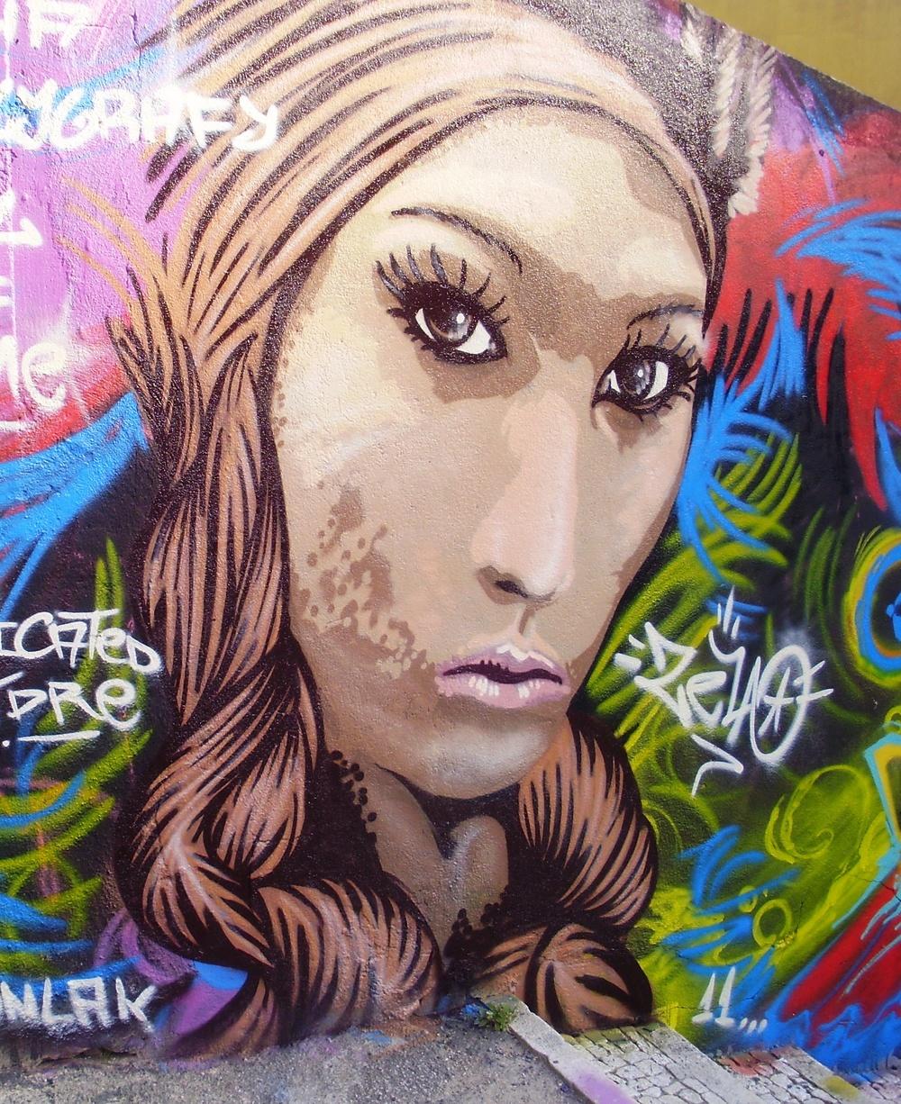 zela graffiti bairro alto 2011.jpg