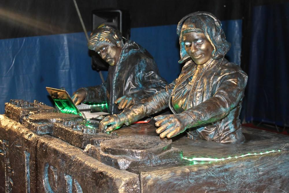 Living Statues DJs
