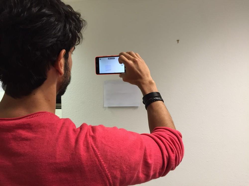 1) Tira uma foto da parede