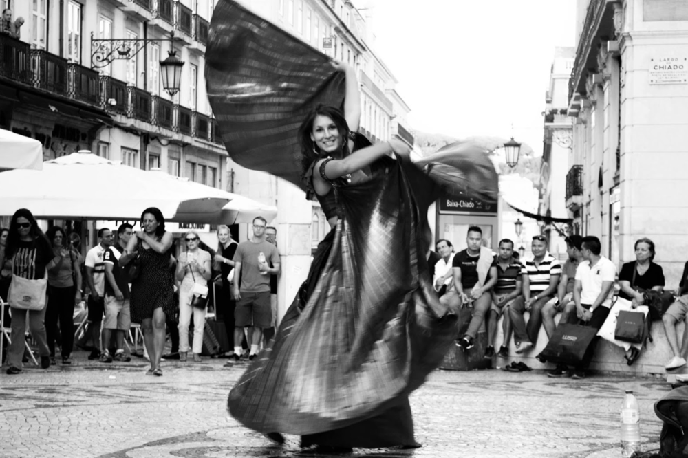 Sabina's performance in the streets of Lisbon