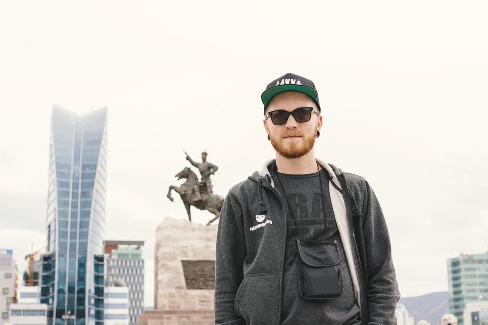 Kristoffer på Chinggis Khan Square