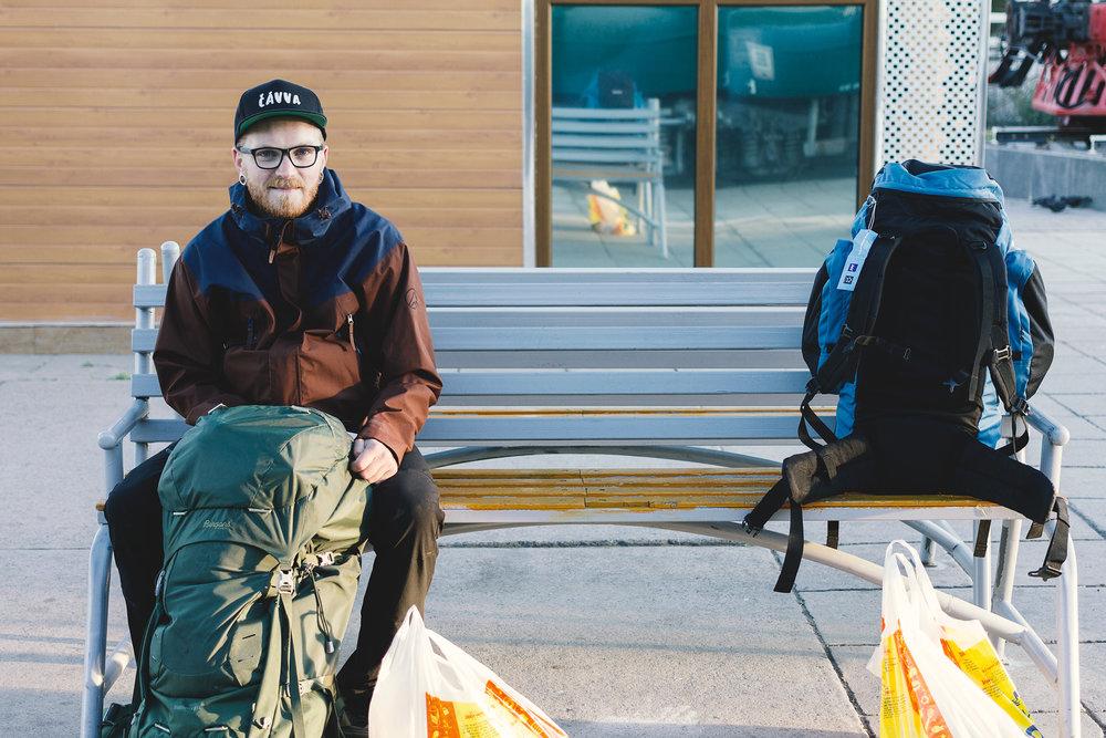 Kristoffer venter på toget i UB. 6 grader.