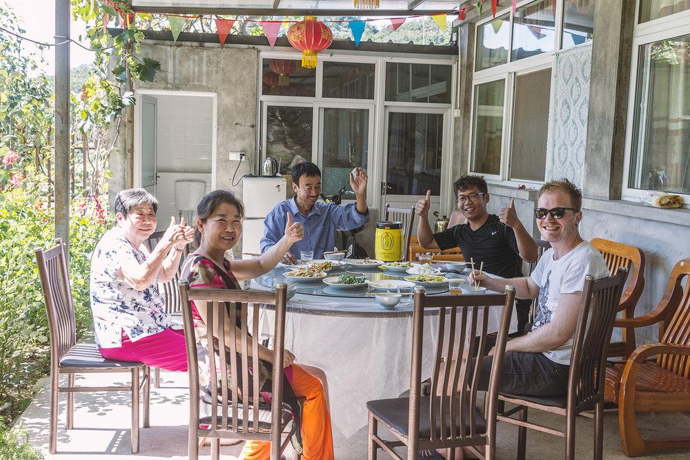 Middag sammen med verten vår, og familien.