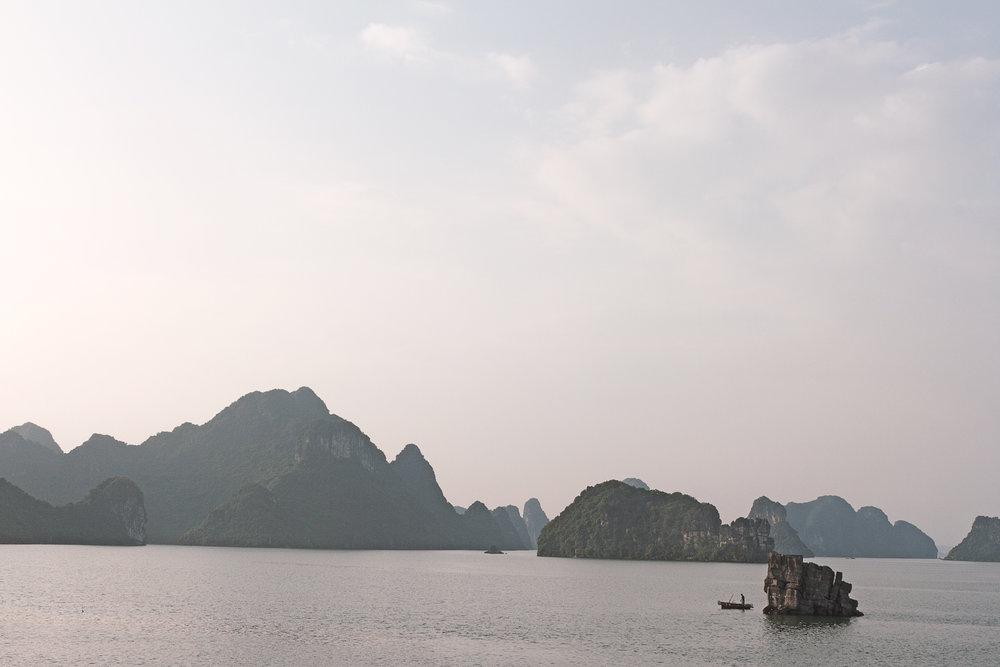 ... og plutselig dro vi til Halong Bay!