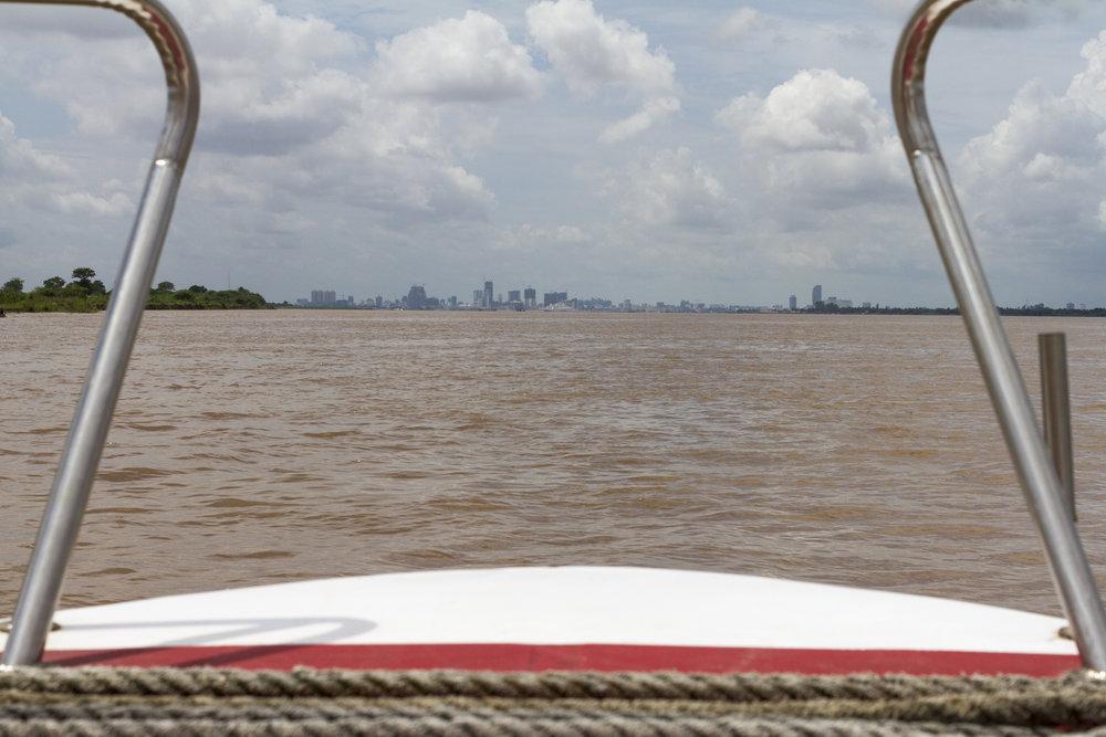 Phnom Penh sett fra båten