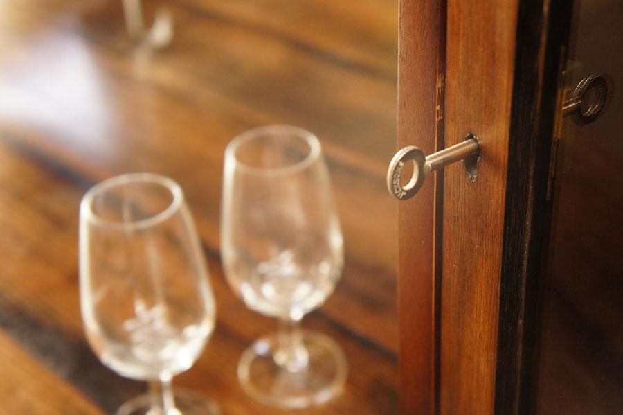 Whiskey-Cabinet_keyglass.jpg