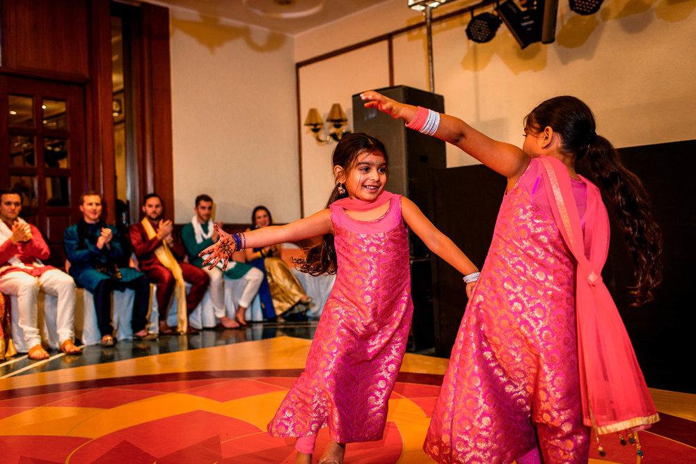 Mhendi Raat Indian Wedding Photographer (12 of 28).jpg