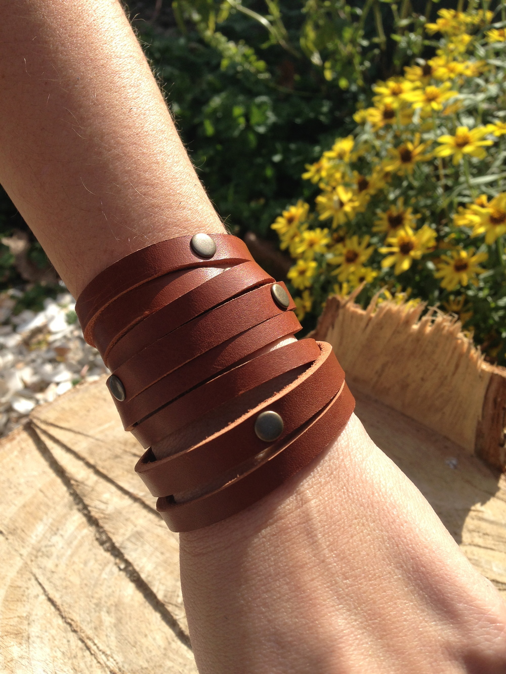 Multi wrap stud     chestnut brown