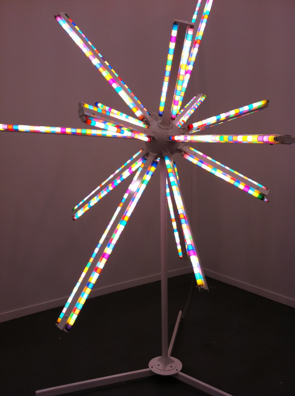 Spence Finch LED sculpture with James Cohan Gallery. Can you see a trend back to the sputnik?