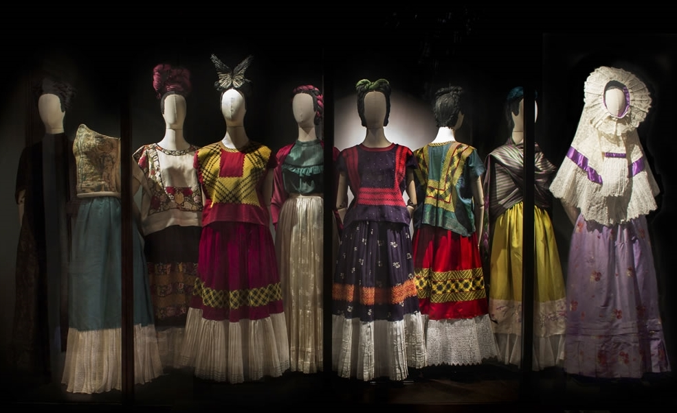 "An image of "" Las apariencias engañan: los vestidos de Frida Kahlo "" the show that will be on view until January 2014 and which exhibits more than 60 of Frida's most remarkable outfits"