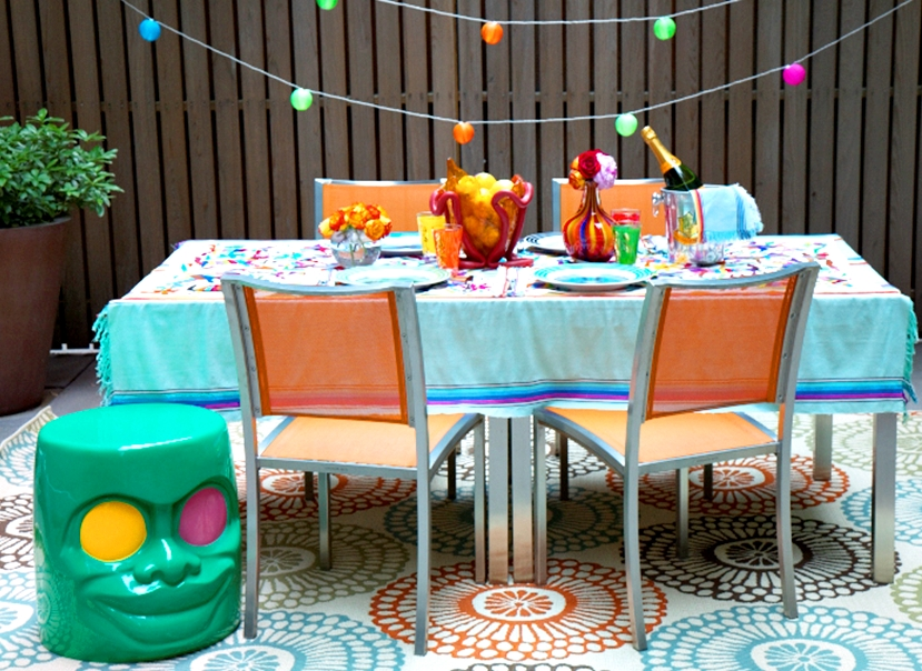I'm celebrating the end of the summer setting a happy table and nothing better than a punch of color to accomplish that vibe