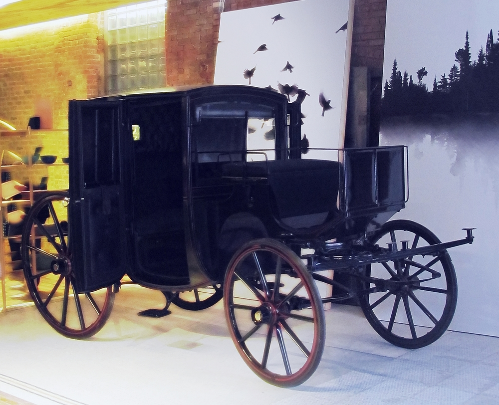The original carriage from the 19th century in the middle of the floor