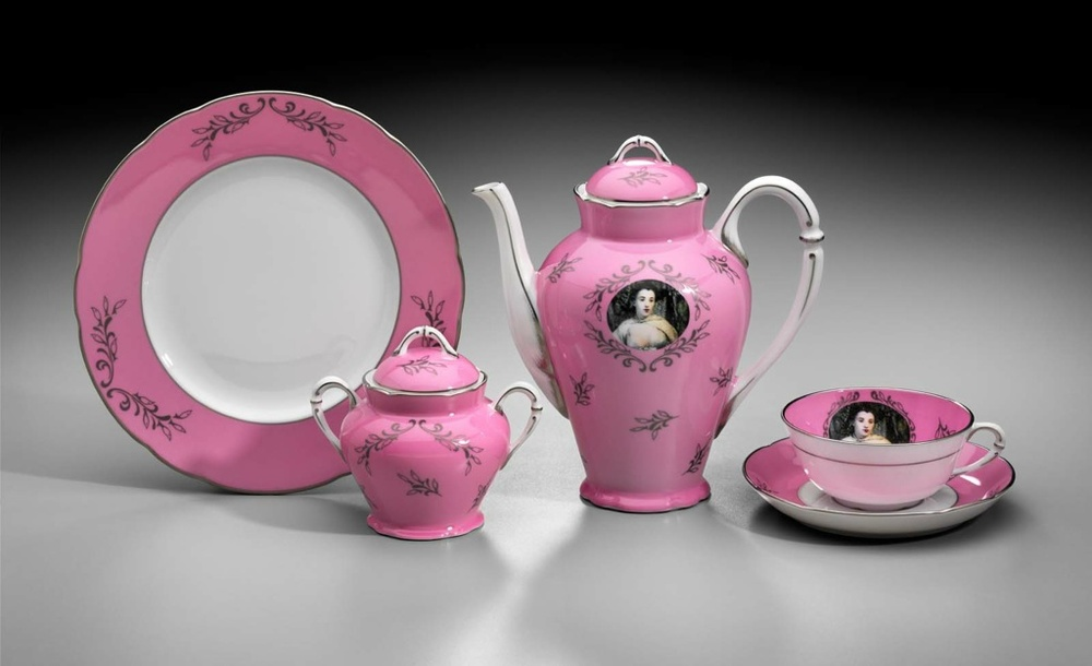 Maria-Brito_Cindy-Sherman-Tea-Set.jpg