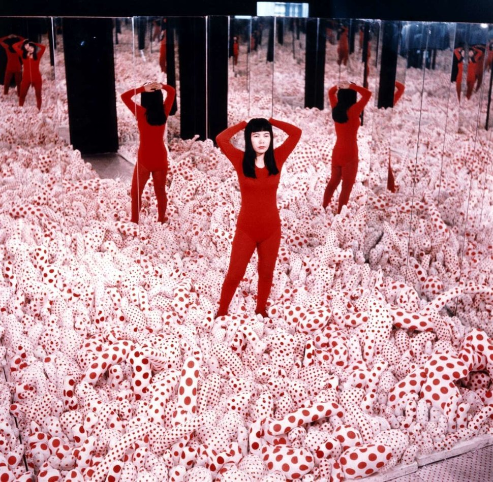 "Yayoi Kusama in her 1965 ""Phalli's Field"" room at Richard Castellane Gallery in New York"