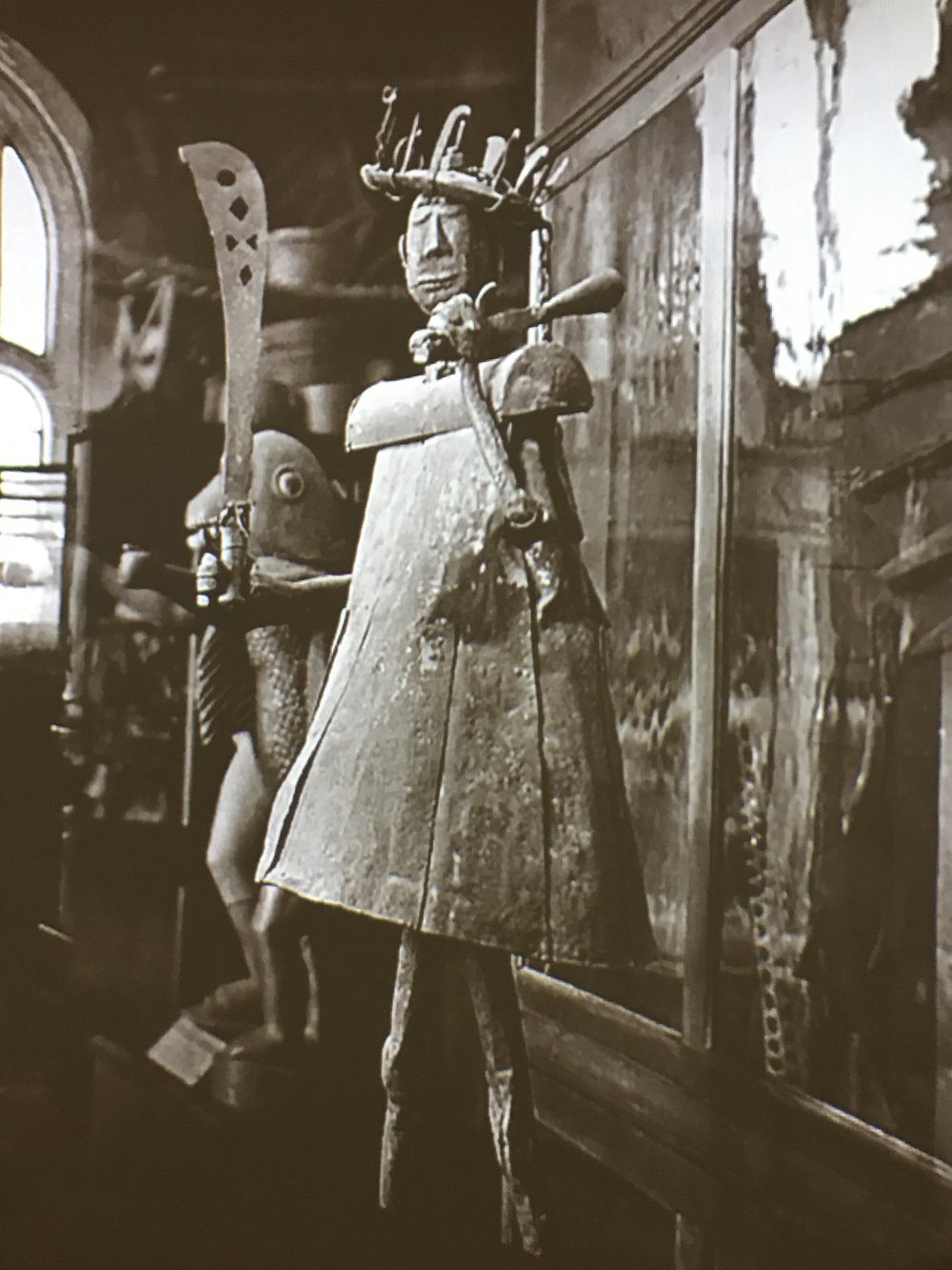 A still from a video filmed at Trocadero Museum around the time when Picasso visited the first time in 1907.  This same sculpture by African artist Akati Ekplekendo is physically present at Picasso Primitif.