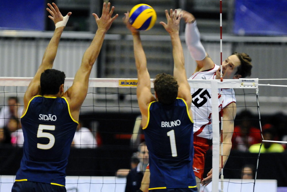 Freddie Winters hits past the Brazillian Block.  Photo: FIVB