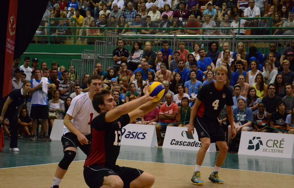 Ontario's Jori Mantha receives the ball in their semi-final loss to Quebec