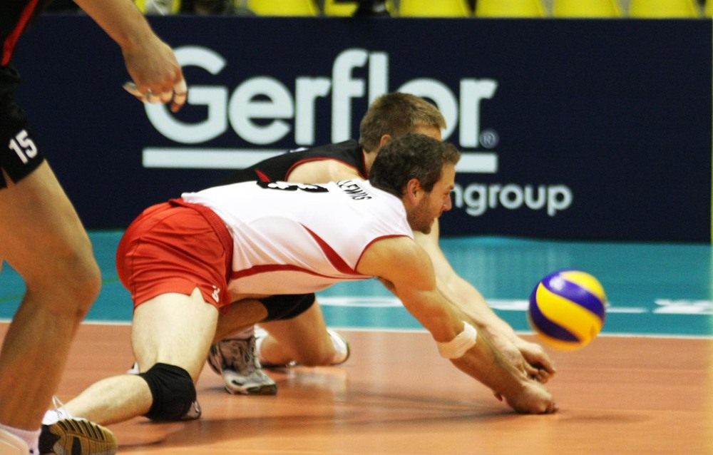 Dan Lewis digs a ball during FIVB World League. Photo: FIVB