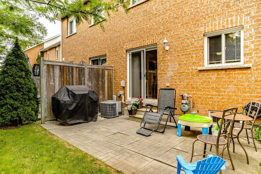 33_backyard1.jpg