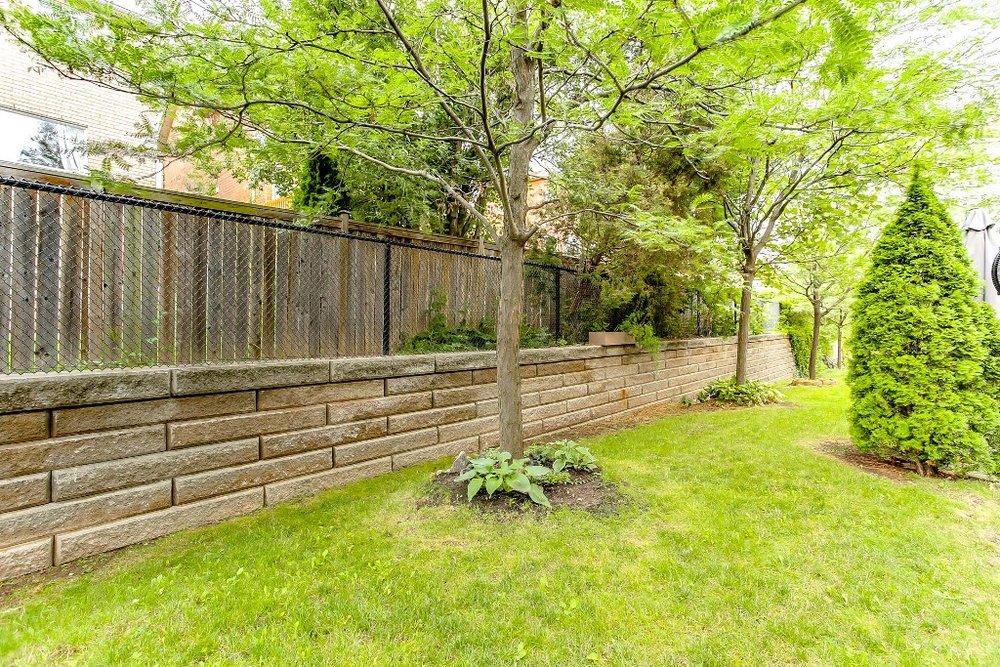 34_backyard2.jpg