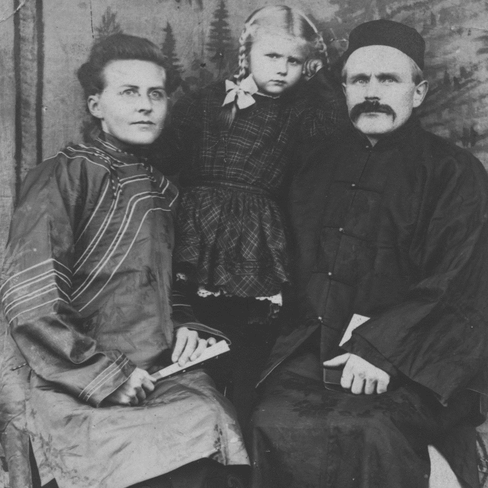Reinholt and Juline Kilen with daughter Martha.