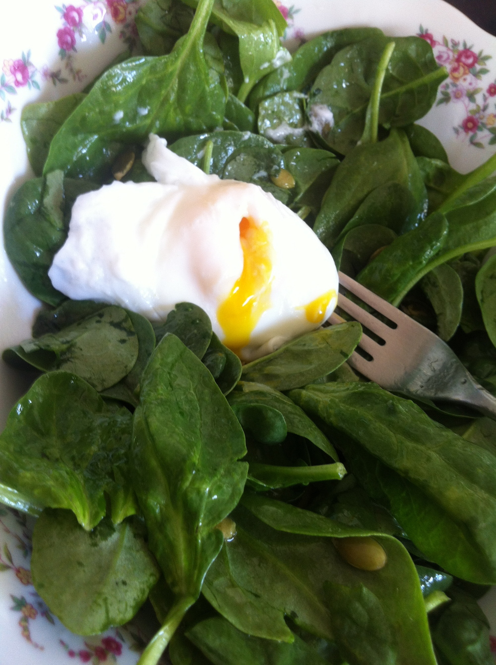 Breakfast: Poached egg on top of a bed of spinach which has been dressed with olive oil, lemon juice s&p. Oh and I threw a few capers and raw pumpkin seeds on top.   YUM. Totally satisfying.
