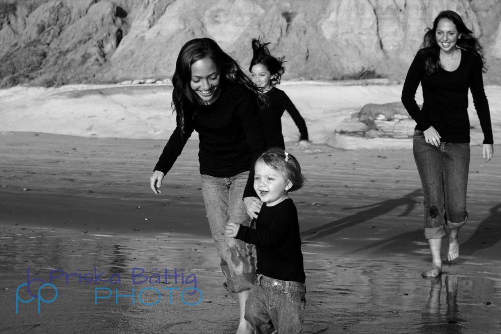 sisters-at-the-beach-PriskaBattig.jpg