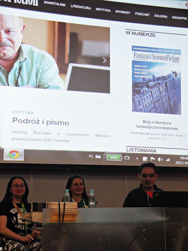 """Od lewej: Joanna """"Trashka"""" Kułakowska, Mila Kaczmarek i Konrad Walewski podczas spotkania z redakcją """"F&SF""""; redaktor naczelny, Witek Michalak, nie dotarł do Poznania, co odczuliśmy boleśnie, ale musieliśmy sobie jakoś radzić..."""