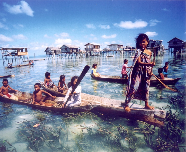 Bajau Sea Gypsies of Mindanao (Maya's maternal island). Unknown photographer, via Pinterest.