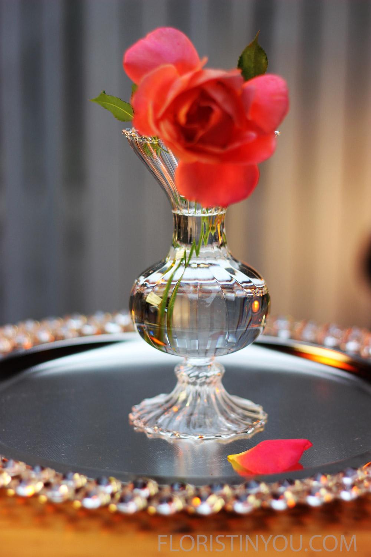 Put medium sized vases between tallest &shortest.