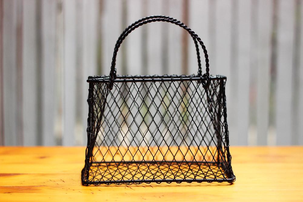 The wire purse has black diamond mesh.